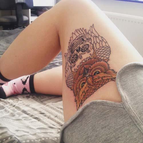 kadın üst bacak kuru kafa ve baykuş dövmesi woman thigh owl and skull tattoo