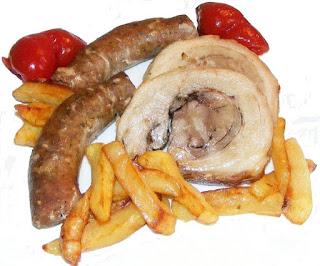 friptura de porc cu cartofi prajiti si gogosari, fripturi, rulada de posr, carnati de porc, mancare traditionala din bucataria romaneasca, retete, retete culinare, retete de mancare, gratar de porc, poze cu mancare, imagini cu mancare,