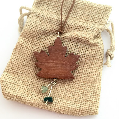 bisuteria en madera artesanal