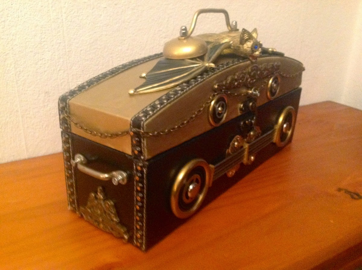 18-Van Halen Co-Steampunk Sculptures Wonderland-www-designstack-co