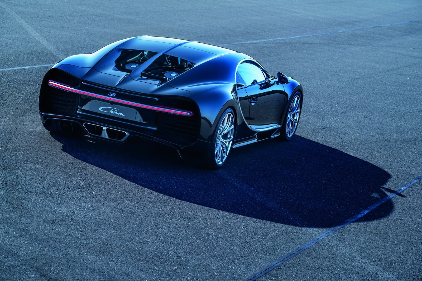 bugatti chiron 39 s official fuel economy figures are just hilarious. Black Bedroom Furniture Sets. Home Design Ideas