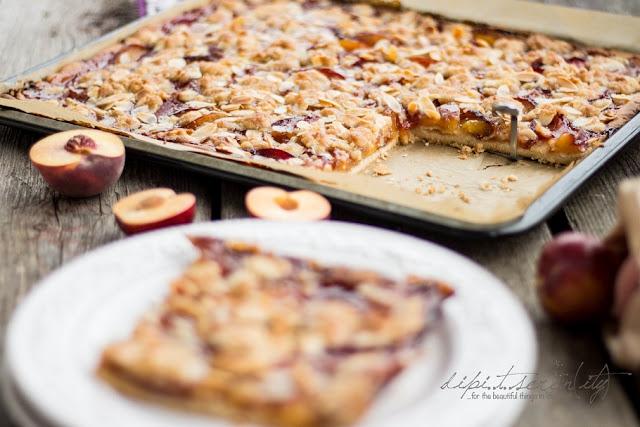 Pfirsich-Pflaumen-Streusel-Blechkuchen