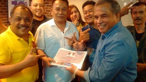 Eka Santosa Serahkan Renstra Pemenangan Prabowo-Sandi ke Gerindra