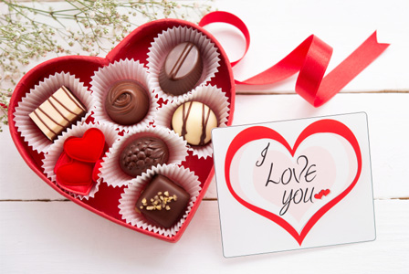 valentine-s-day-card-chocolate-horiz_msihe7 VALENTINE DAY!! Guys, Here Are The 8 Best Valentine's Gift You Can Get For Your Lady
