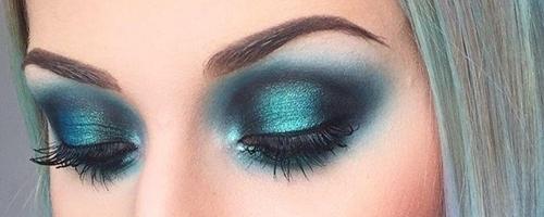 Maquillaje monocromático en azules