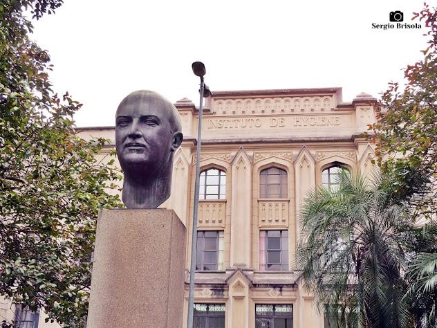 Fotocomposição com o Busto de Paula Souza e a Faculdade de Saúde Pública USP - Cerqueira César - São Paulo