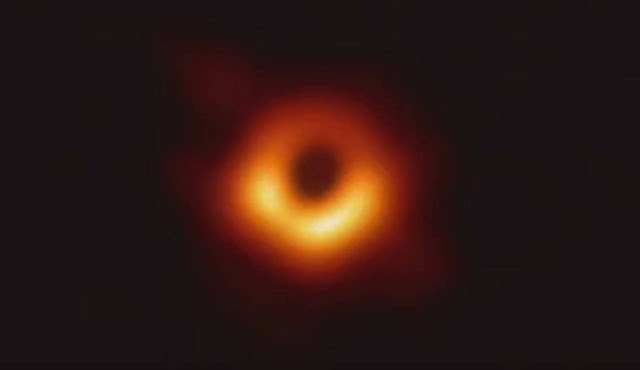 Astrônomos apresentam primeira foto de um Buraco Negro