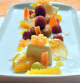 Orangen-Ingwer Panna Cotta mit Möhren-Haselnuss Küchlein, Orangen-Ingwer Gelee, Orangen-Ingwer Sand und Orangen-Ingwer Glas, Doc.Eva