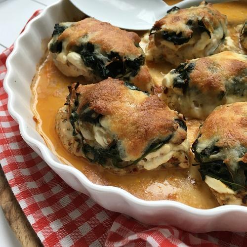 Hähnchen-Schlemmerfilet aus dem Backofen mit Spinat, Frischkäse und Käsekruste