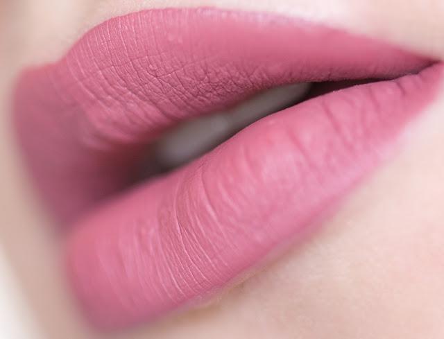 """Seventeen All Day Lip Color """"Habiscus"""" 05 свотчи"""