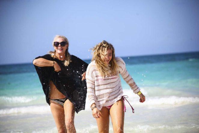 chloe moretz bikini pic 03