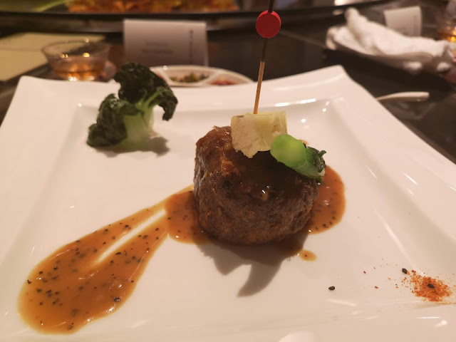 Steak of Mushroom with Black Pepper Sauce