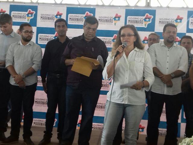 Flávio Dino lê reivindicações entregues por Walquíria Lima em 1º de novembro. Foto: WhatsApp