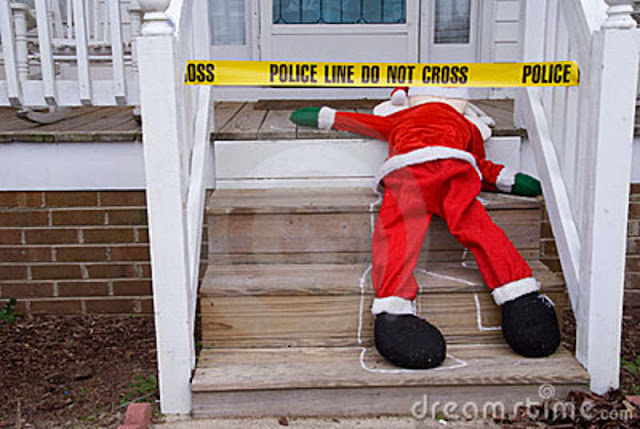 Foto de Santa Claus muerto en el suelo de unos escalones