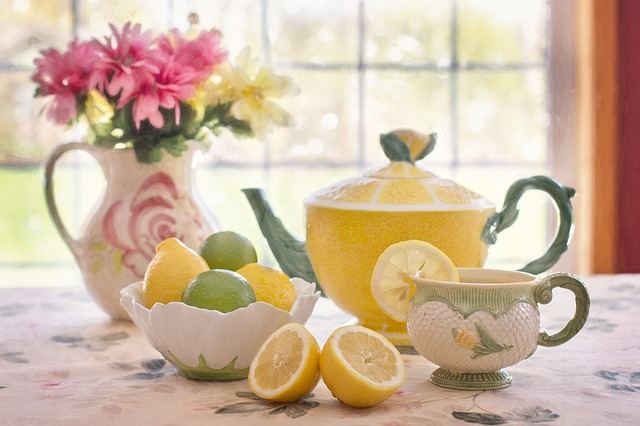 image of a teapot and cups