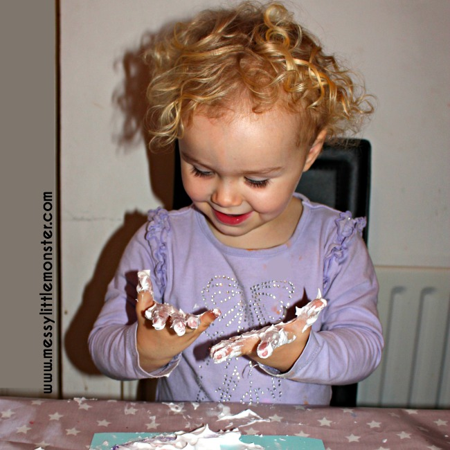 Puffy paint melted snowman craft for toddlers and preschoolers. Winter themed sensory activity idea.