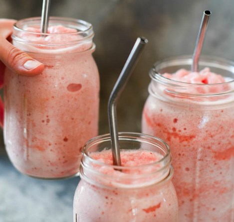 Frosted Strawberry Lemonade – Dairy Free, Sugar Free #drink #smoothie