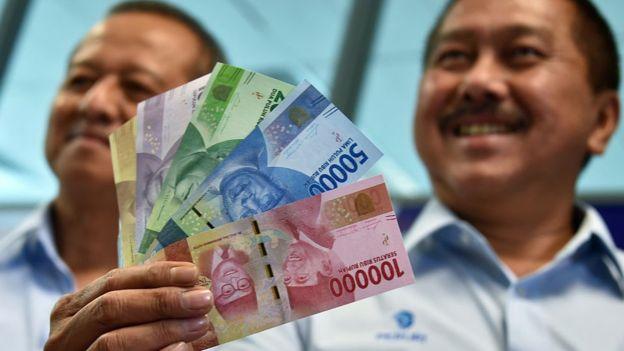 Ekonom Bank Permata, Josua Pardede, menyebut ULN Indonesia setimpal dengan pertumbuhan ekonomi yang mencapai 5% - Foto: AFP / Tribun Medan.