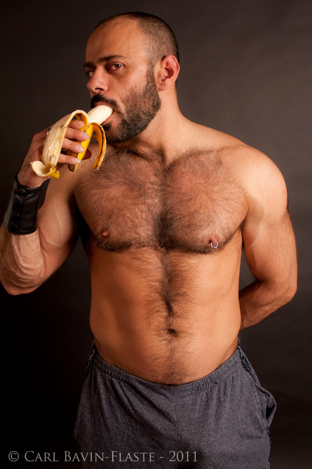 Gay Men and Body Hair - To Shave Or Not To Shave?