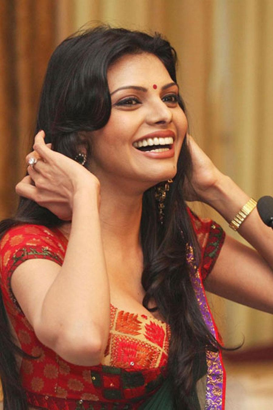 Popular Girl Wallpapers Sherlyn Chopra Hot Photos In Saree