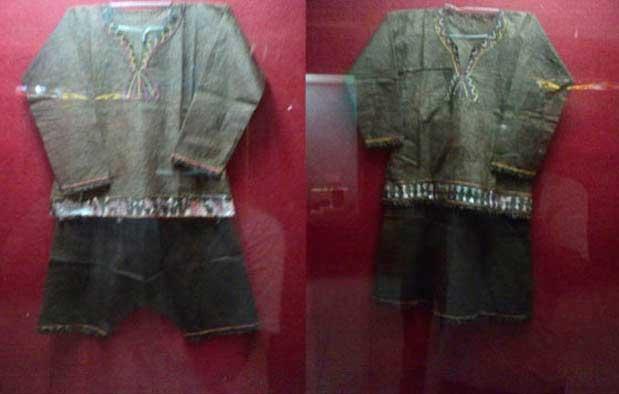 Pakaian Adat Suku Tolawi