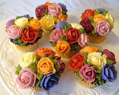 http://3.bp.blogspot.com/-tZDnTJhohOM/UkqI4X2HrKI/AAAAAAAAF-Y/mvX1-JJ2X4g/s1600/cup+cake+birthday.jpg