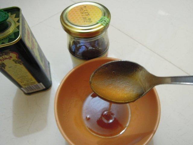 خلطة زيت الزيتون والعسل لتطويل الشعر بسرعة