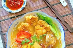 Fried Fish Head/Fillet Mee Hoon Soup 炸鱼头/鱼片米粉
