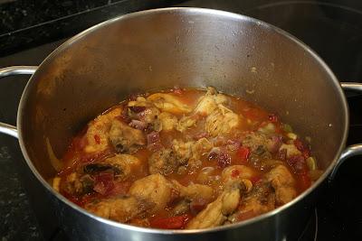 Preparación de pollo al chilindrón