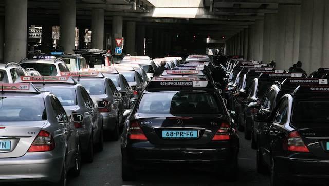 De táxi do aeroporto até o centro de Amsterdã