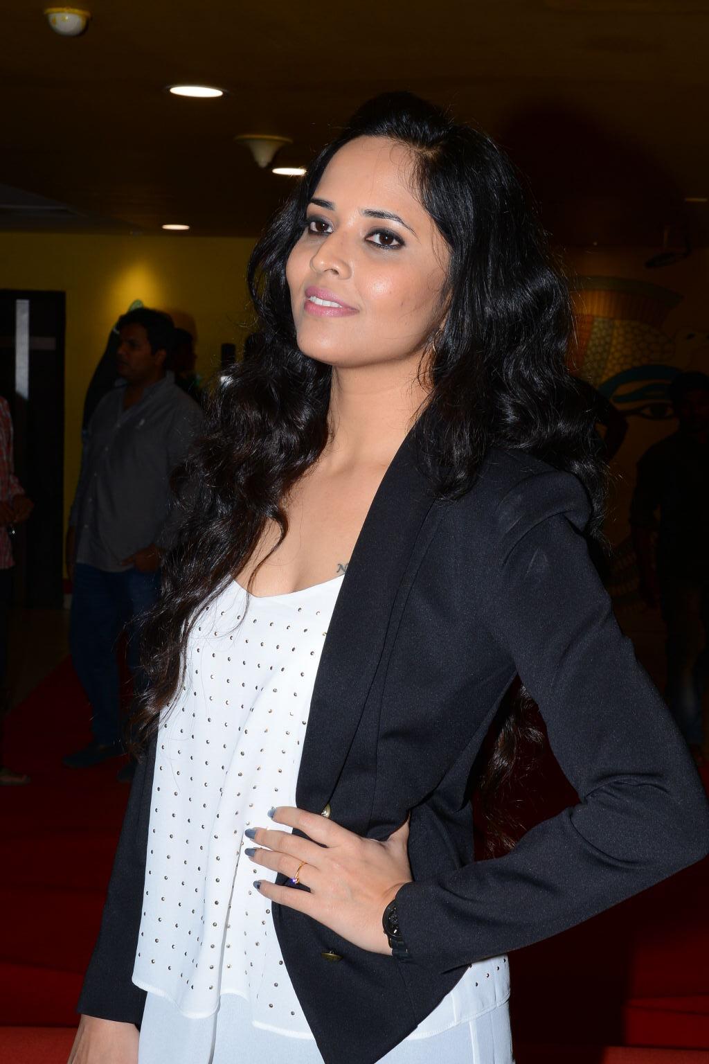 Anchors Anasuya Stills In Black Top At Devi Sri Prasad Live Show