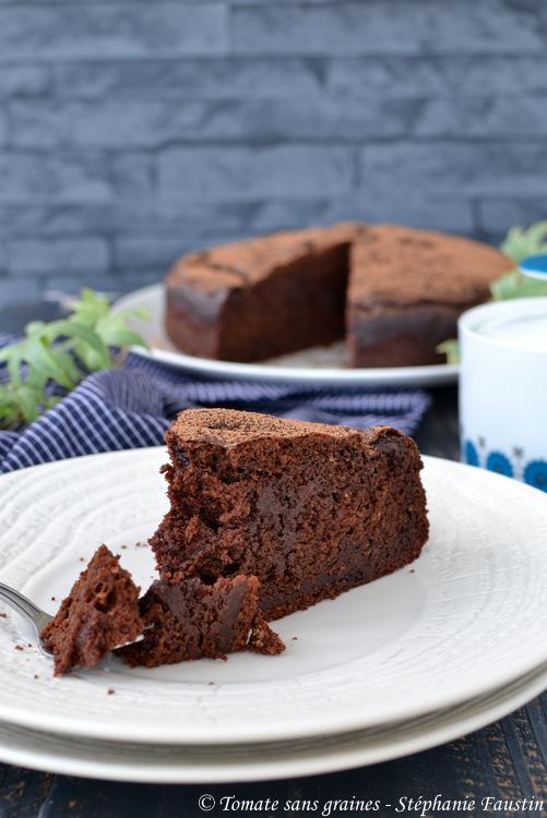 Gâteau végétalien au chocolat et à la purée de cacahuète
