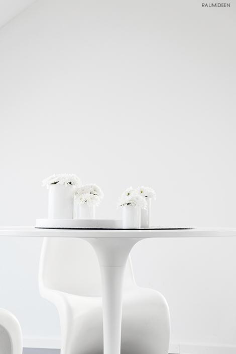 Mit Herbstblumen dekorieren im Stil der 60er Jahre.