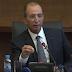 وزارة حصاد تعاقب أستاذا بسبب توزيعه الورود على زميلاته