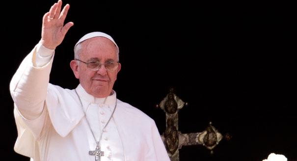 El Papa Fransisco acoge a dos familias de refugiados y pide a las iglesias en Europa que hagan lo mismo!