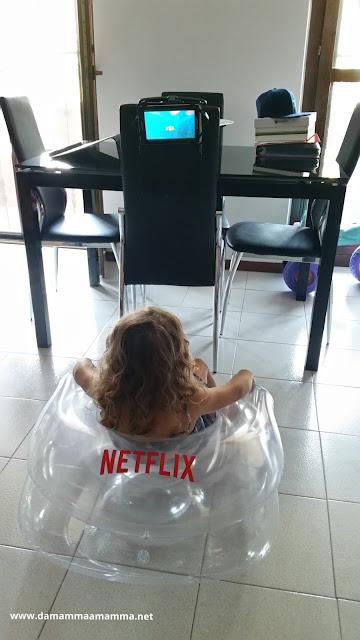 Come seguire le tue serie TV e i cartoni preferite anche in vacanza con Netflix
