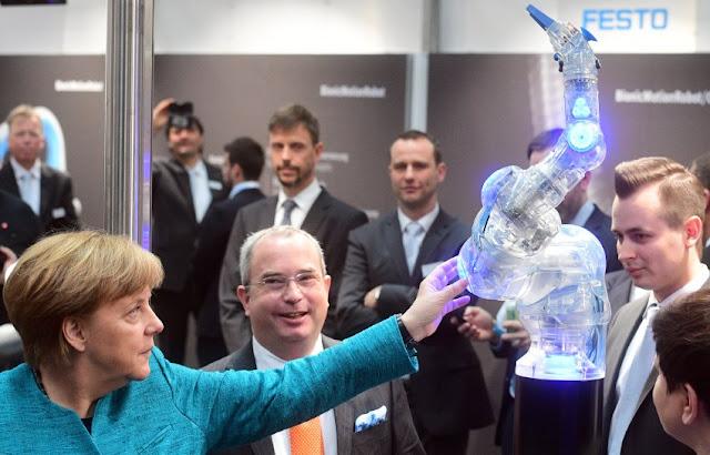 Ad Hannover c'è la Fiera della tecnologia: presente anche Angela Merkel