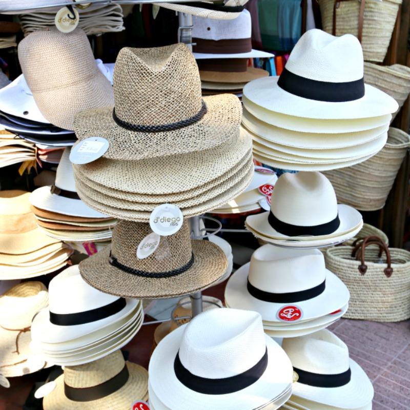 Lentokoneessa Laukku : Golden cupole yhden ja sadan hatun tarinoita