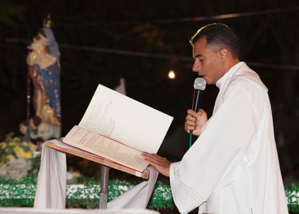 Resultado de imagem para padre muda de paróquia