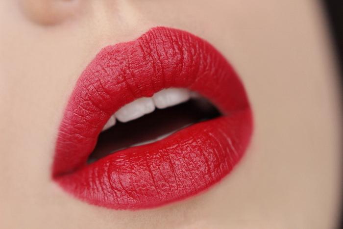 MANHATTAN Moisture Renew Lipstick Diva Red 600