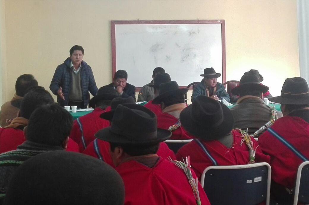 Ponchos Rojos de la provincia Omasuyus que llegaron esta semana a la Sede de Gobierno