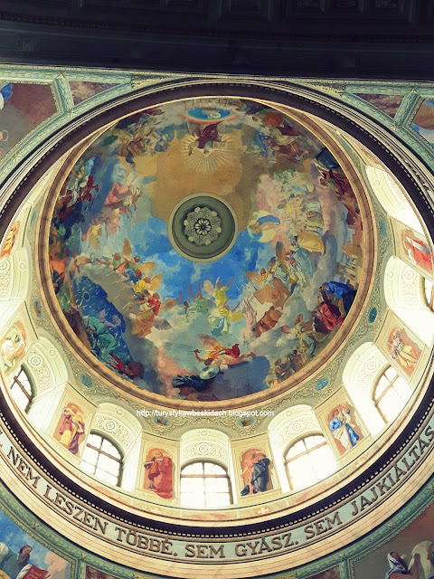 Eger - Święci Błogosławią Pielgrzymów z Kopuły Bazyliki Arcybiskupów
