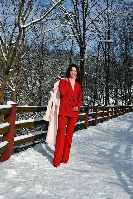 красный брючный костюм, брючный костюм женский