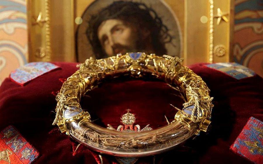 Παναγία των Παρισίων: Διασώθηκε το ακάνθινο στεφάνι του Χριστού