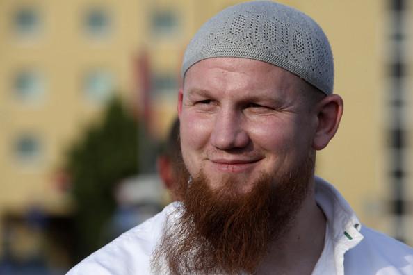 Saat Islam Dituduh Agama Teroris, Jawaban Mualaf Jerman ini Bungkam Mulut Orang yang Menuduh