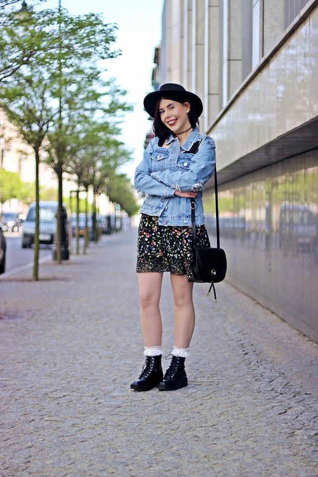 stylizacja z kapeluszem i dżinsową kurtką