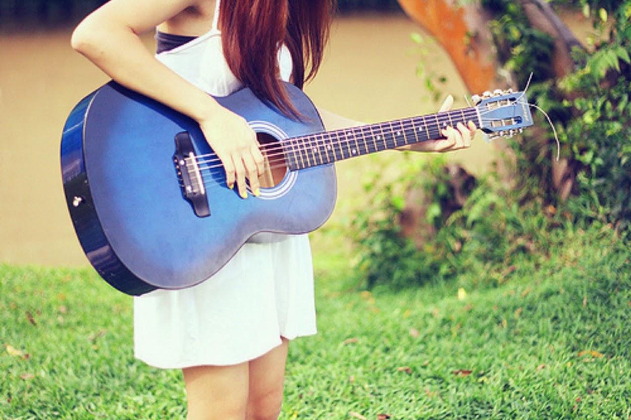Девушки с гитарой картинки на аву