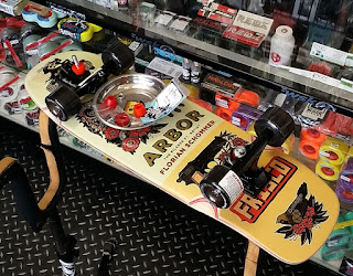 アーバースケートボードピルスナーの人気衰えず / アーバー2017貴重なデッキもソロソロ