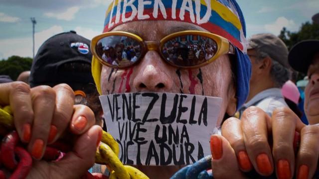 Renovación de partidos: ¿el maquillaje perfecto de una dictadura?