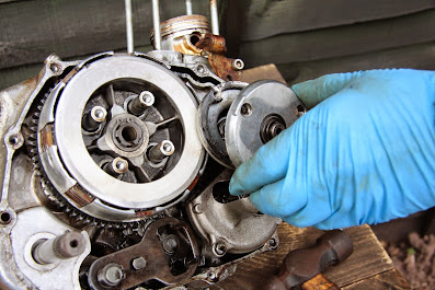 Honda CG 125 Engine clutch side cover and internal parts removal